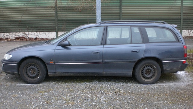 starší automobil