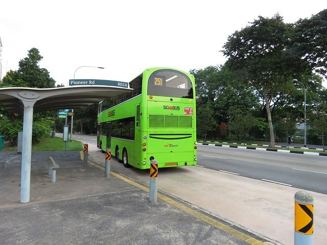 Ujíždějící autobus